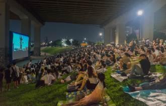 [카드뉴스] 매주 토요일 밤 낭만 가득! 한강 다리 밑 영화제