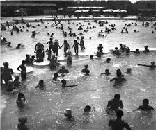 1973.8.13 어린이 대공원 수영장